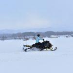 黒松内の農家さんと冬の畑でスノーモービル体験