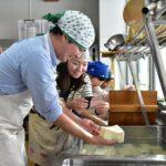 黒松内のお母さんたちと冬のたのしみお豆腐づくり体験と試食