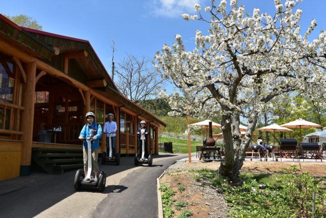 札幌の定山渓ファームでセグウェイツアーの準備が進む