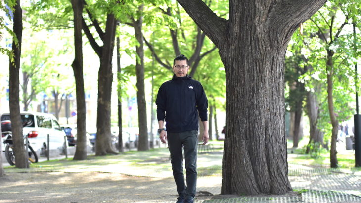 仕事は順調なドラッカーを学ぶビジネスマンが、ある日突然プライベートで衝撃が起こる、古川さんをインタビュー