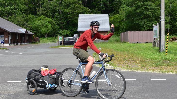 北海道を自転車で旅する英国人を道北で見る